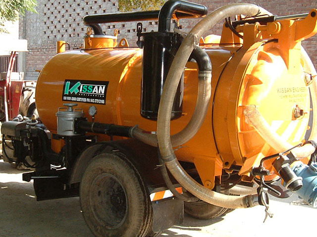 Vacuum Assisted Manure Scrapper Unit