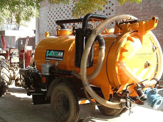 Vacuum Assisted Manure Scrapper Unit